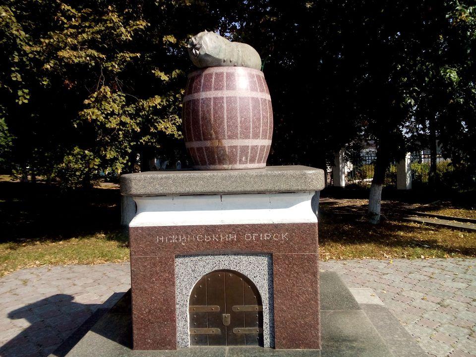 ніжинський огірок, пам'ятник, топ
