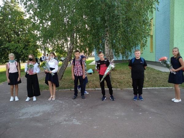 1 вересня, першачки, казкові герої, одинадцятикласники, НВК №16