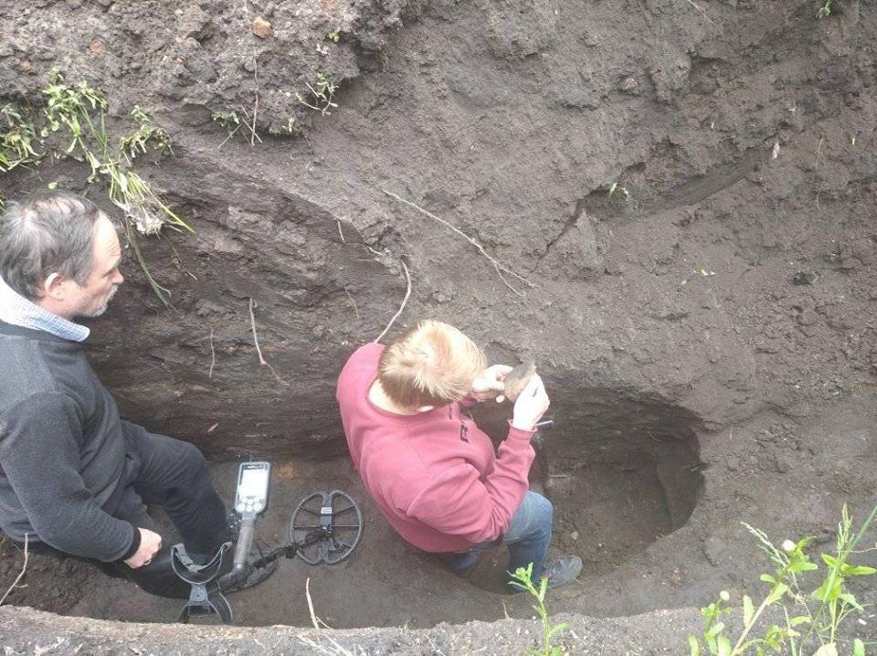 садиба Лисянських, розкопки, шари ґрунту, знахідки