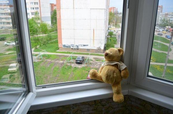трагедія, дівчинка, вікно