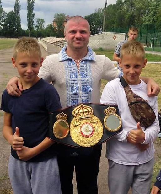 Ніжин, бокс, близнюки