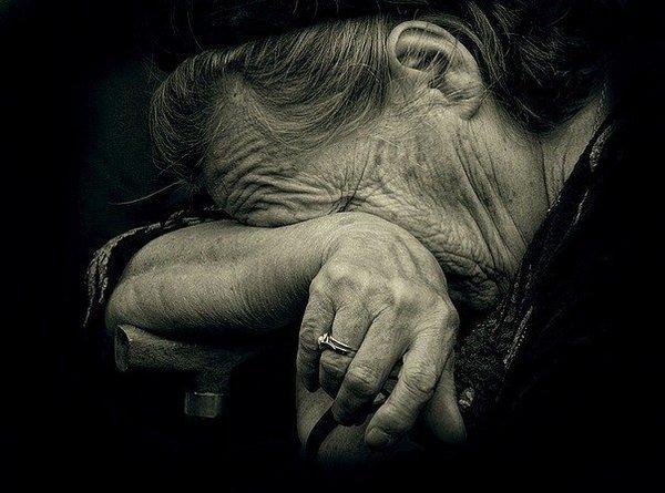 пенсіонерка, колодязь, самогубство