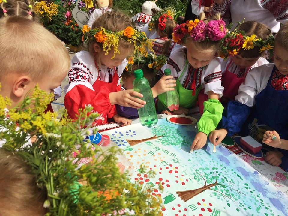 серпень, квіти, діти, свято