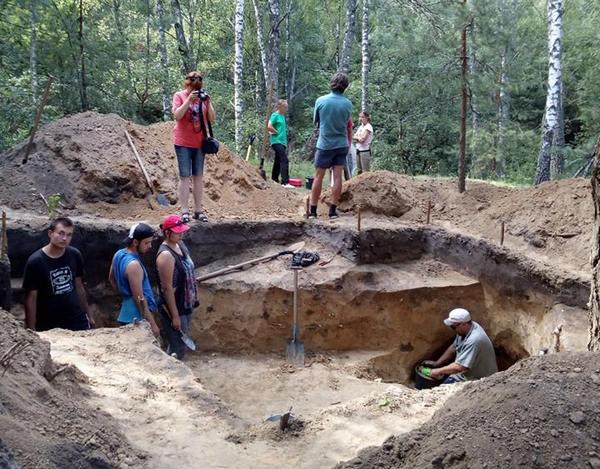 Мезин, археологічна експедиція, знахідки, Олена Черненко