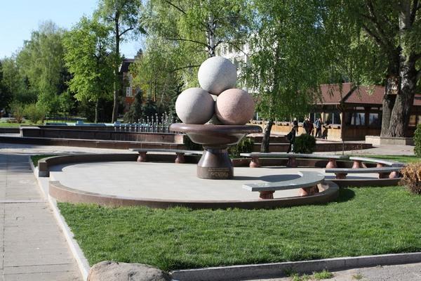 Пам'ятник огірку, огірок