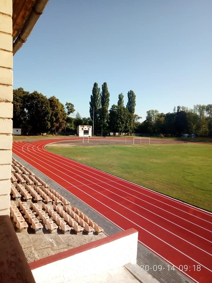стадіон, бігові доріжки, реконструкція