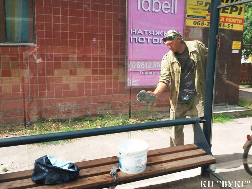 автобусні зупинки, генеральне прибирання