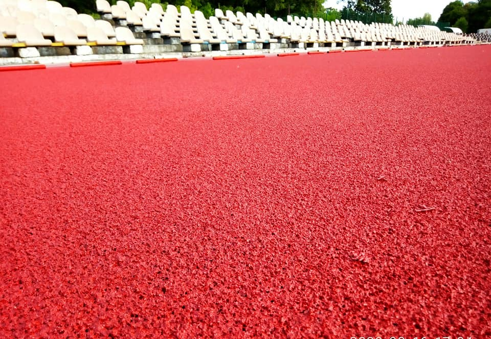 стадіон «Спартак», бігові доріжки, червоний шар