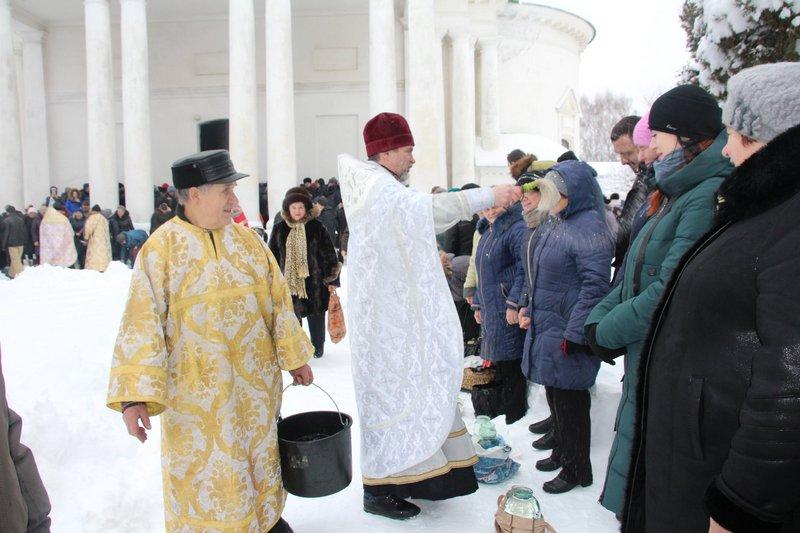 Миколаївський собор, освячення води