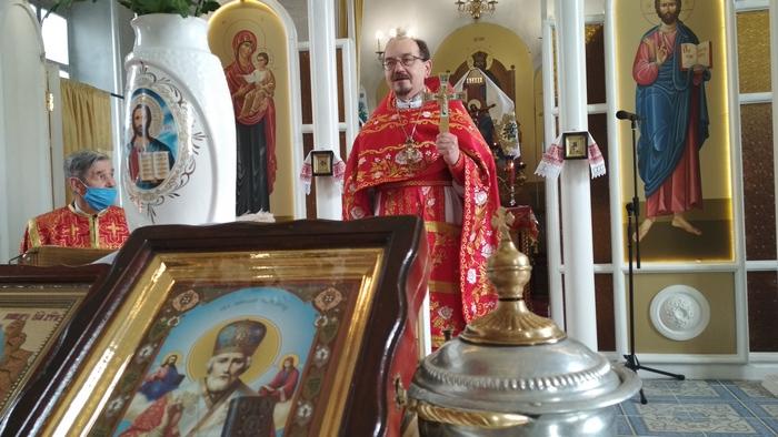 храм святої Покрови, церква, отець Михаїл, свято, Святий Миколай, католики, християни