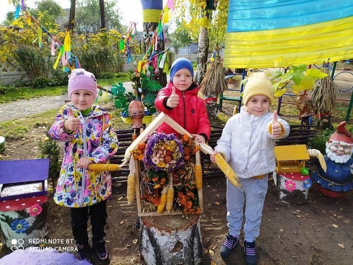 еко-хатинки, дитсадок, насіння, кукурудза, діти, годівнички