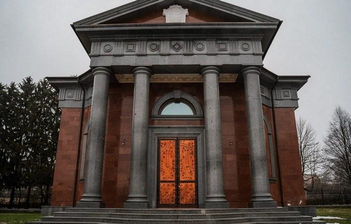 Ніжинський район, Бобровиця, мавзолей