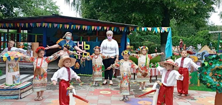 """ДНЗ №13""""Берізка"""", День театру, діти, казки, пісні, сцена"""