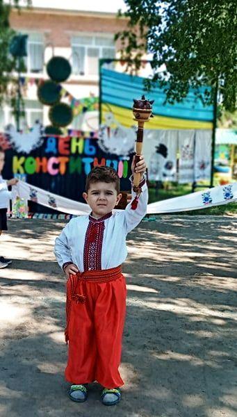 День Конституції, дитсадок, державні символи