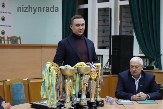 футбол, чемпіонати, переможці, призери, нагородження