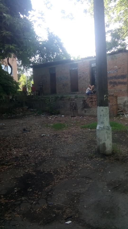 аварійна будівля, небезпека, господарські приміщення