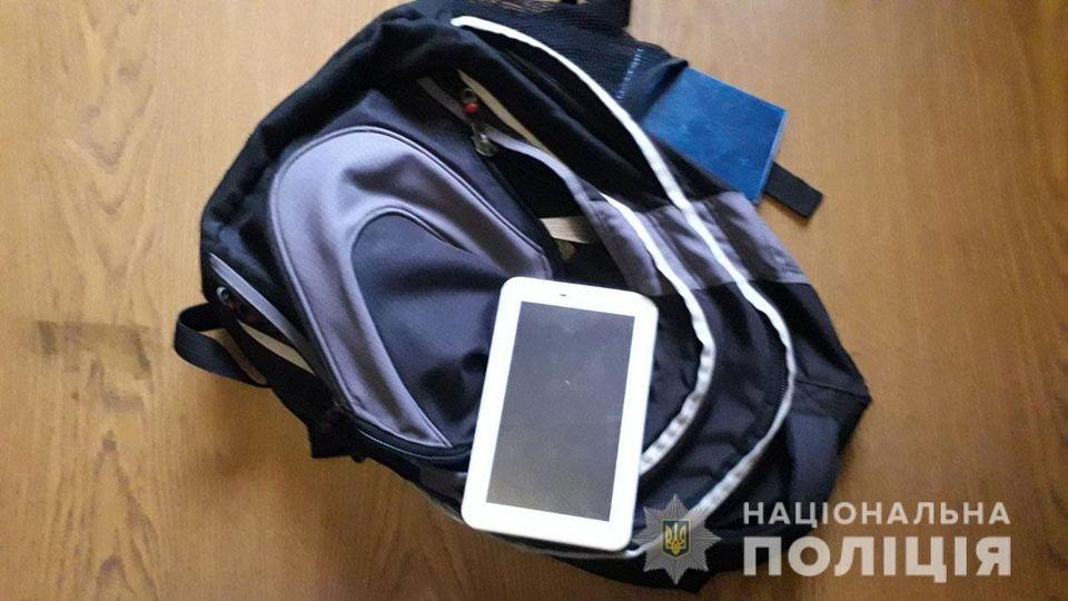 грабіжник, студентка, планшет, поліція, затримання