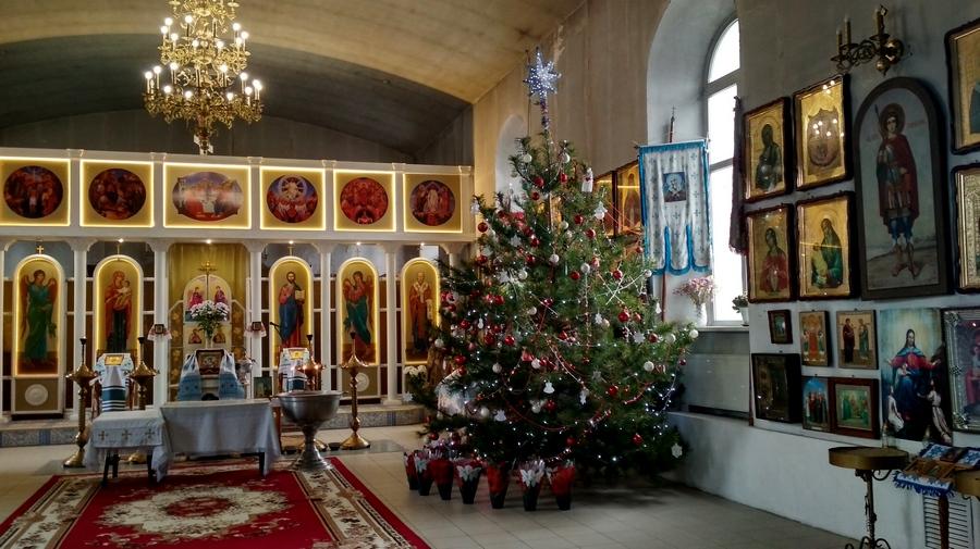 Ніжин, Покровська церква, прикраси