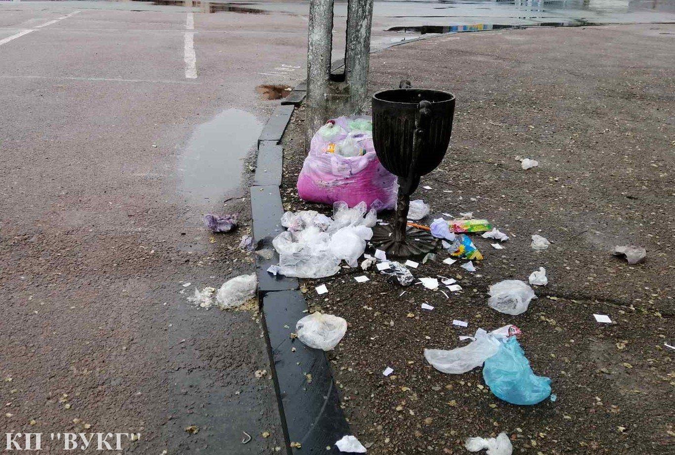сміття, урни, комунальники