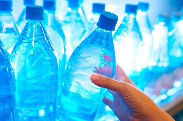 Пластикові пляшки, пластик